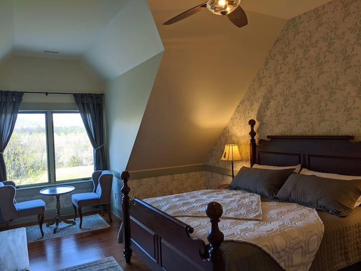 White Oak King Suite at the Manor