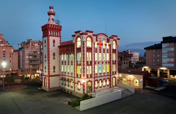 DÉJATE CAUTIVAR POR EL ENCANTO DE VIC, SUS FIESTAS - Vic