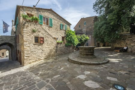 The Ancient Well House in Tuscany (3 bdr & WIFI) - Castel del Piano