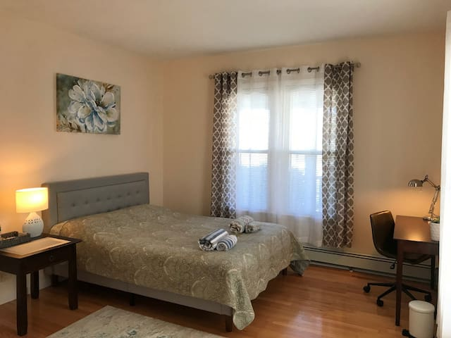 New Furnished,Clean,Cozy Room w/Parking,Private WC