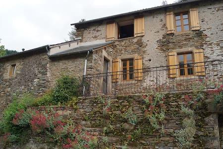 Maison de campagne rénovée au vert - Réquista - บ้าน