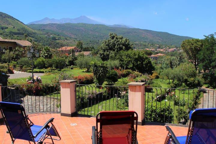"""Stanza """"Silvestri"""", tra l'Etna e il mare"""