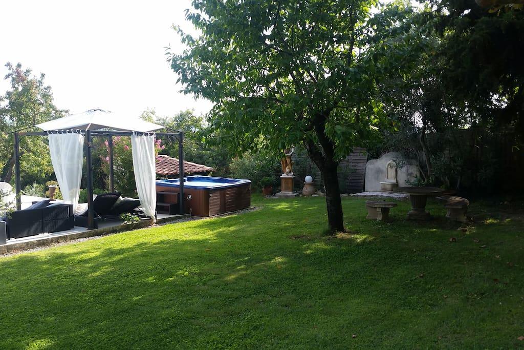 jardin piscine jacuzzi
