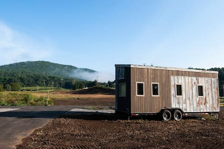 Shining Rock @ Acony Bell Tiny Home Village