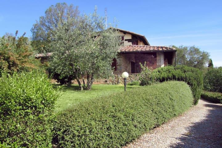 Gli Oleandri, sleeps 10 guests in Torricella - Monte San Savino - Villa