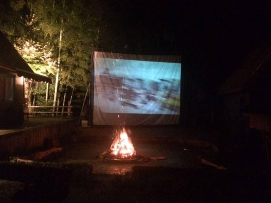 焚き火と映画