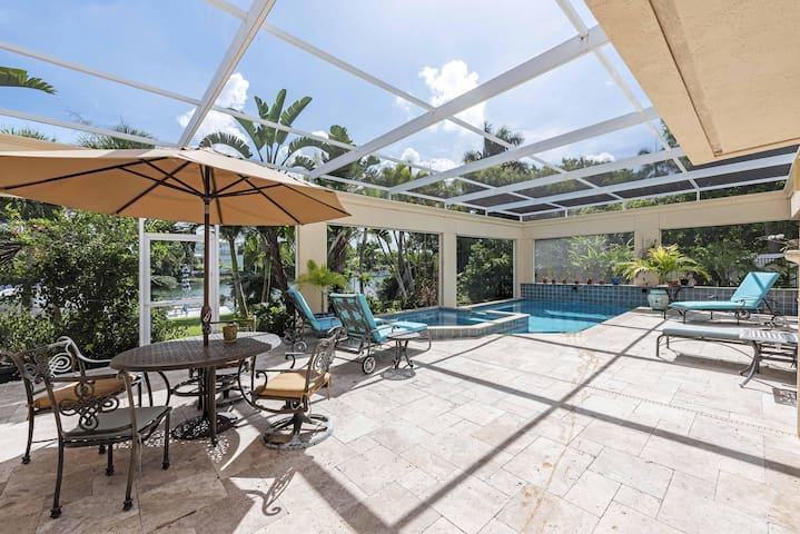 Beautiful 4Bed/3Bath Home with Pool on Canal 5 Min Walk to Lido Beach