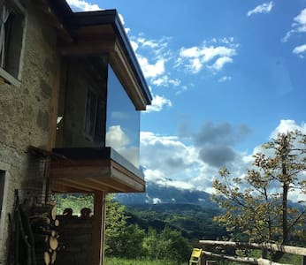 Traditional  Casera + Hive Bedroom and Panorama - Pieve D'alpago - Blockhütte