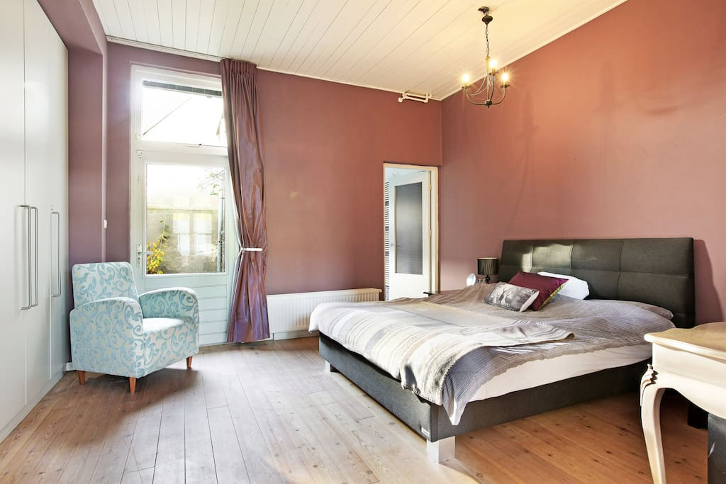 King size double bed in spacious bedroom