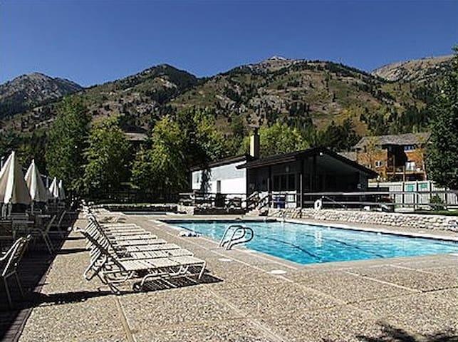 2 Bedroom Gros Ventre Condo-Pool,  Tennis, Hot tub