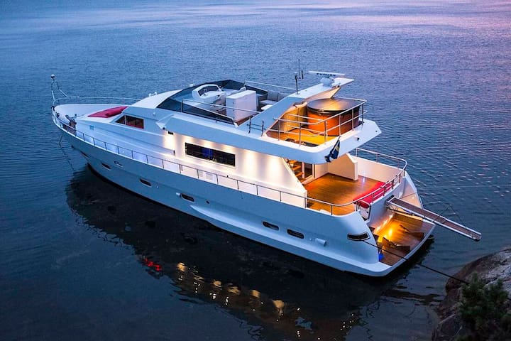 Luxurious Yacht for 1-9 people near City