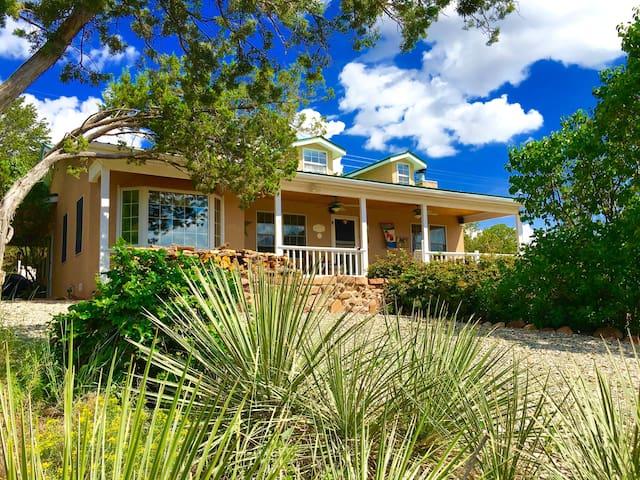 """Brinkley House """"Full Bed"""" at Sunny Mellow Villa - Tijeras - Ev"""
