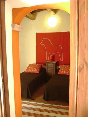 stanza doppia con corte esterna, bagno privato
