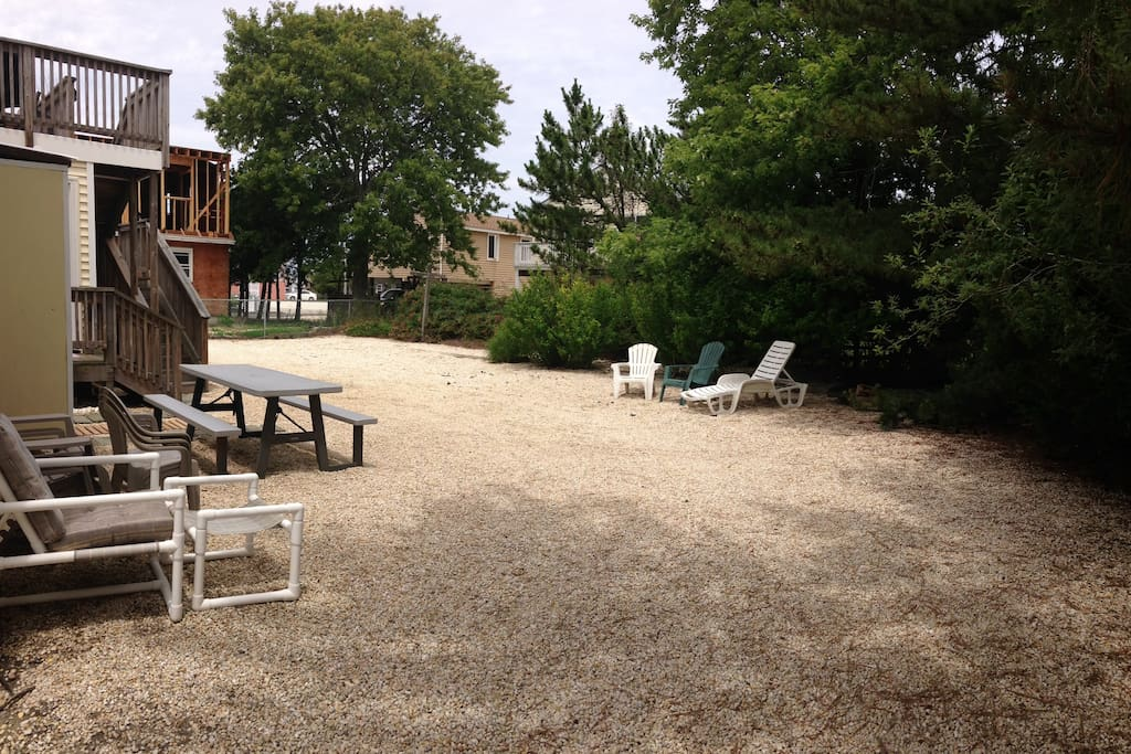 Spacious backyard with picnic table and outdoor chairs. Plenty of parking.