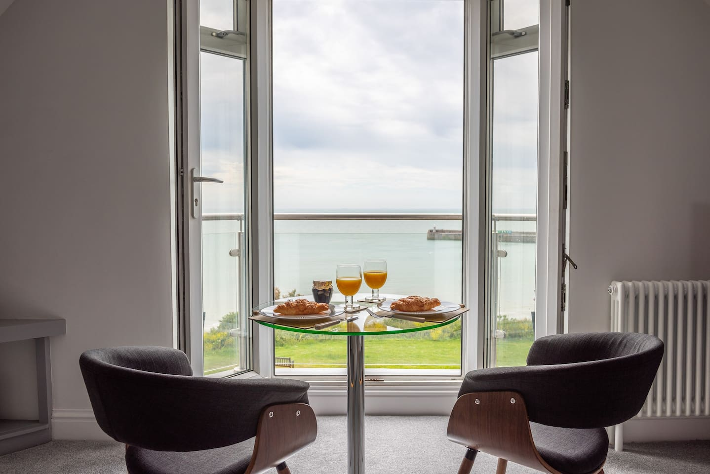 Devine view folkestone lofts for rent in kent england united uninterrupted views of east cliff english channel and folkestone harbour arm solutioingenieria Gallery