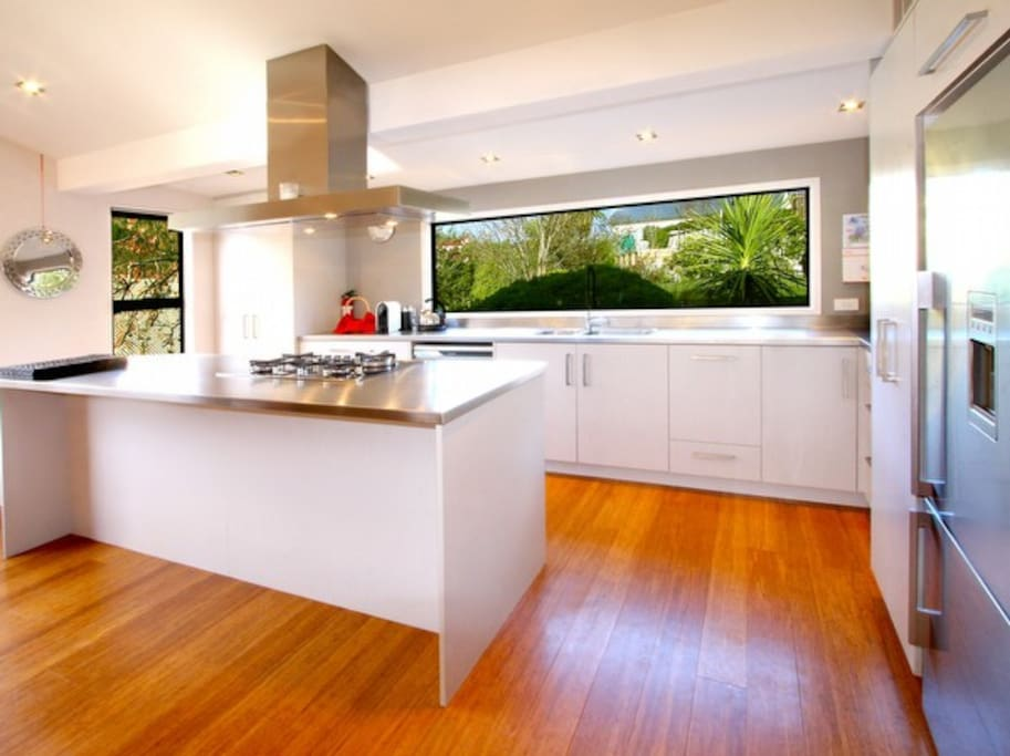 Awesome Kitchen - Well Appointed