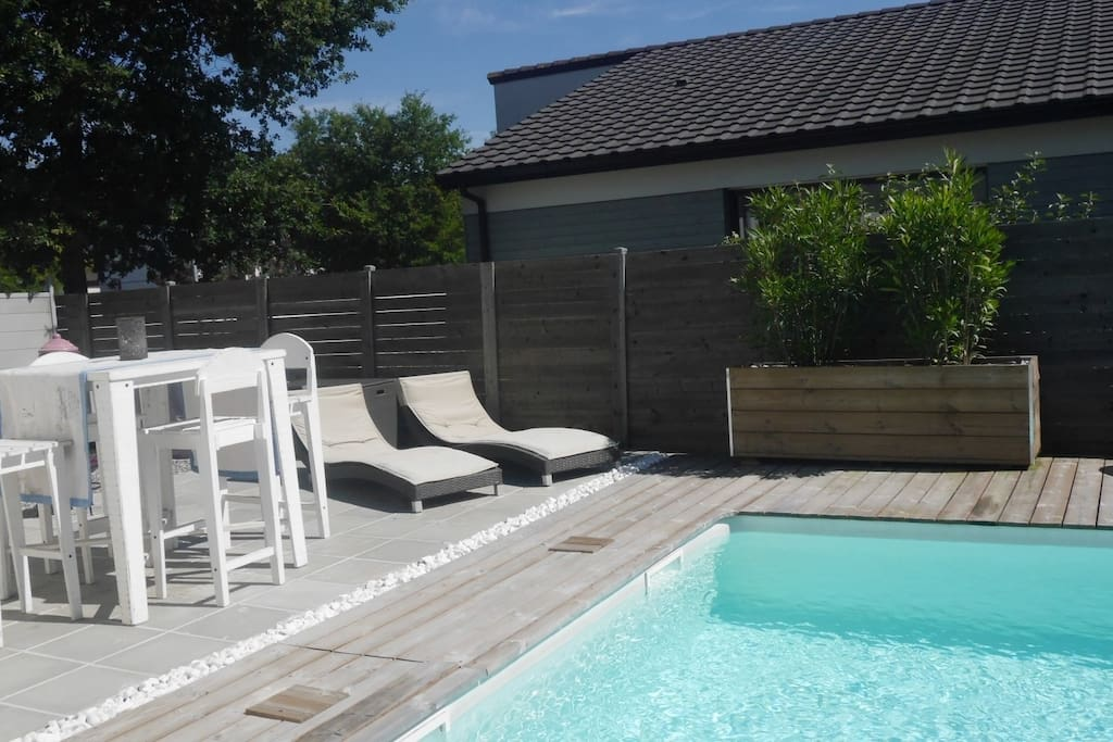 grande maison familiale moderne avec piscine maisons louer saint m dard en jalles. Black Bedroom Furniture Sets. Home Design Ideas