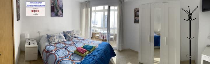 Málaga Centro Habitación con terraza y A/C.