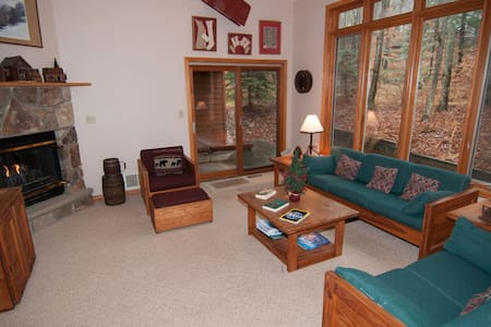 Mountain Shadows - Access to Community Swimming & Fishing Pond, Hot Tub, Pet Friendly