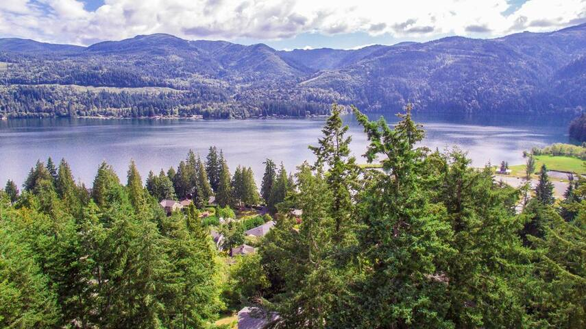 Beautiful Vacation Rental by Scenic Lake Whatcom.