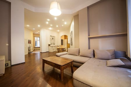 Wide, 5 Bedroom Old town apartment. - Riga