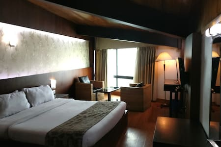 The Retreat | Kanchenjunga View | Clean | Neat - Darjeeling - Bed & Breakfast