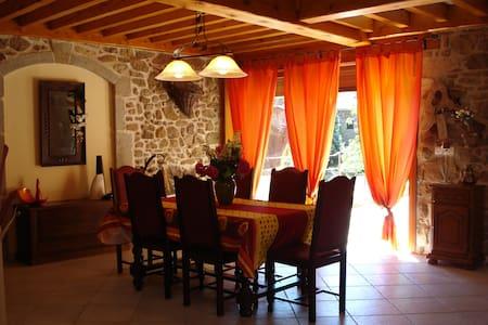 Gîte proche Lyon et des vignobles - Chuyer - House - 1