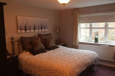 Cheltenham Gold Cup Double Room B&B - Bishops Cleeve - Hus