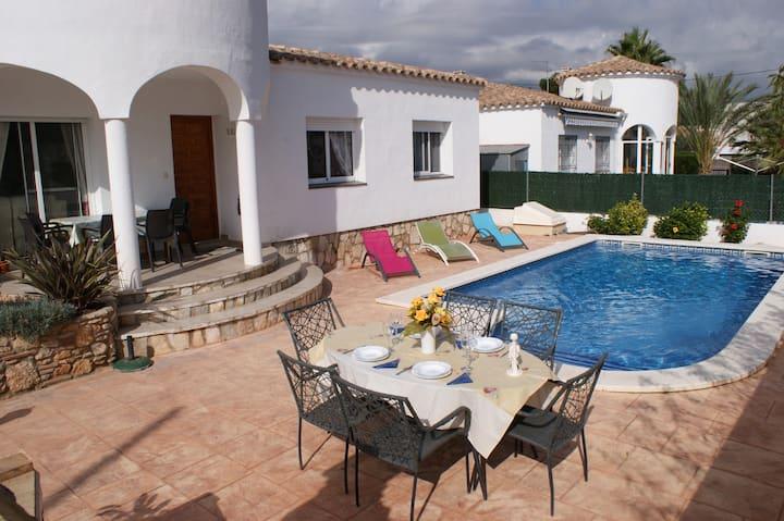 Magnífico chalet con  jardín y piscina privada