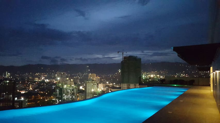Cebu's only Sky-pool. Studio. Ayala - Cebu - Appartamento
