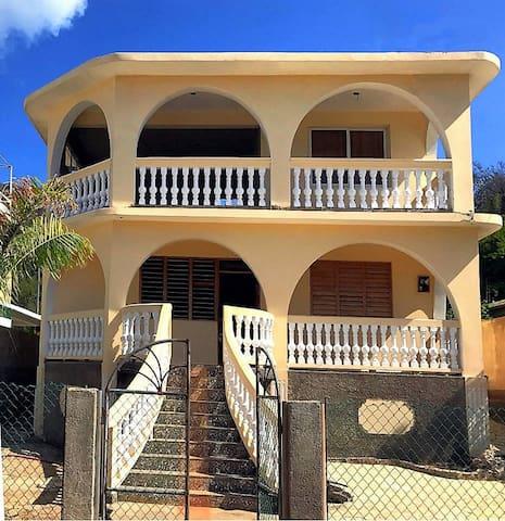 """Private Resort """"Villa Ruiz"""" by the sea (3 pers.)"""