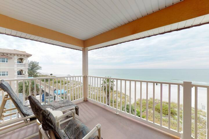 Gulf-front condo w/ amazing views and moments to beach