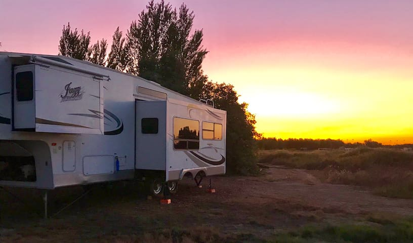 Horseshoe Bar Ranch RV Retreat! Escape the city!
