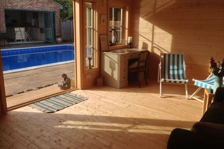 Country getaway with pool and hot tub! - West Ashton - 小屋