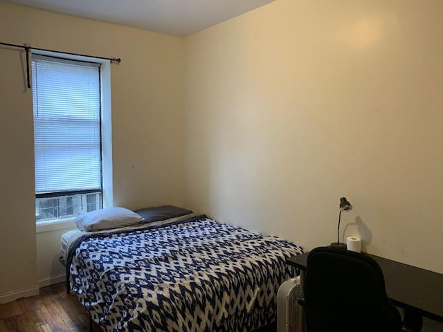Large room near Columbia Uni med school