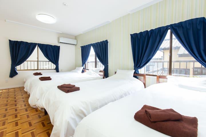 Bedroom 2nd floor  (3 windows)