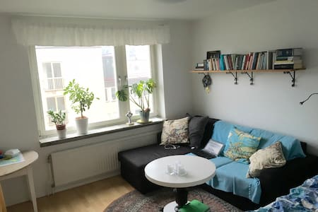 Cozy apartment 4-minute walk from central station - Malmö - Byt