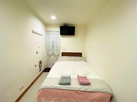 D-> 舒適風,近台北車站、善導寺站、華山藝文中心、中山站的溫馨舒適的標準雙人床獨立衛浴套房
