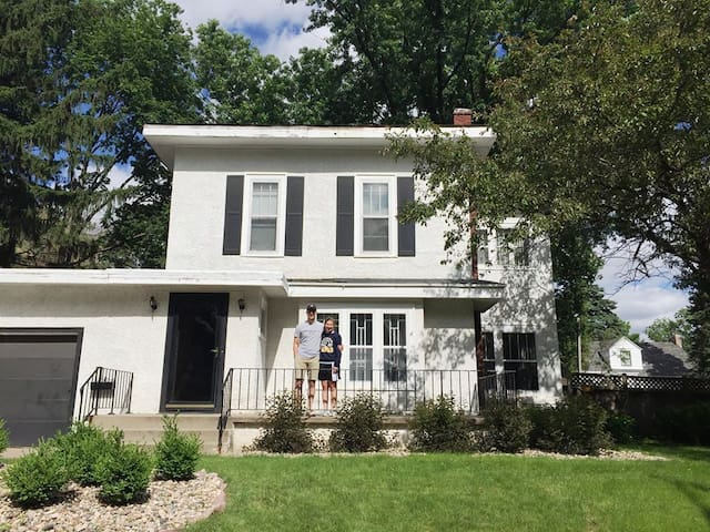 Old character home in the heart of Sioux Falls! - Sioux Falls - House