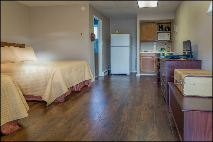 Kitchenette w/ 2 Dbl Beds Near Silver Dollar City