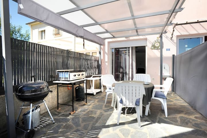 terrasse privative avec barbecue, plancha