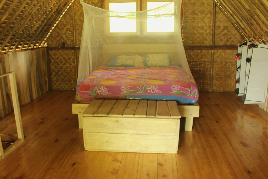 Double queen bed and trunk