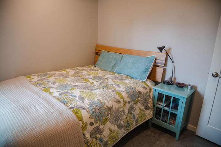 The 2nd bedroom is fairly small and basic with a queen mattress.