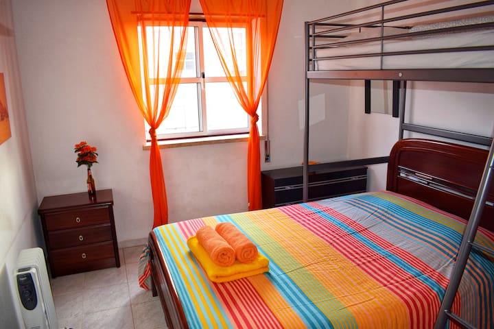 Goofy Guesthouse - Orange Room (Private Shower)