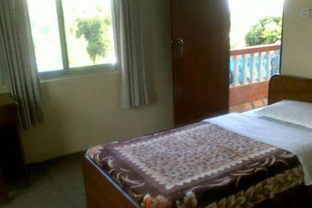 Filled with nature - Pokhara - Bed & Breakfast