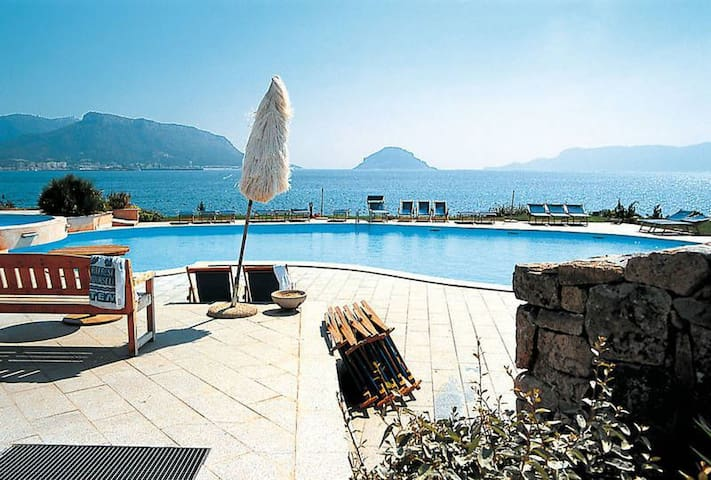 Holiday Apartment with Wi-Fi, Air Conditioning and Pool; Parking available