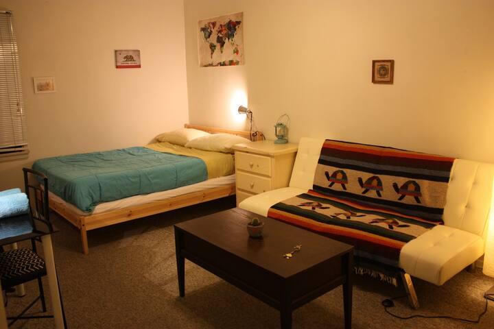 Cosy Bedroom in West LA