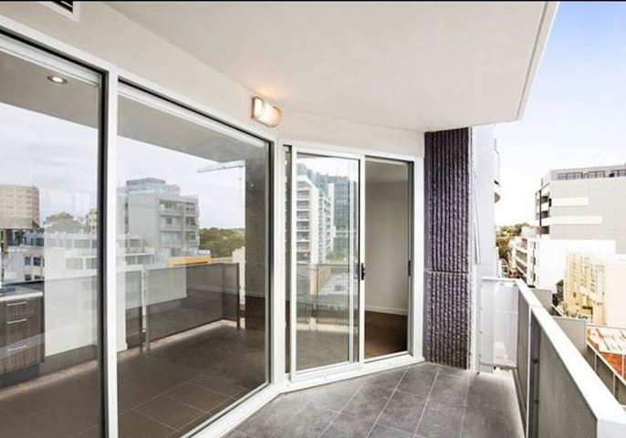 Clean, modern and Perfectly Located Apartment - South Yarra - Apartemen
