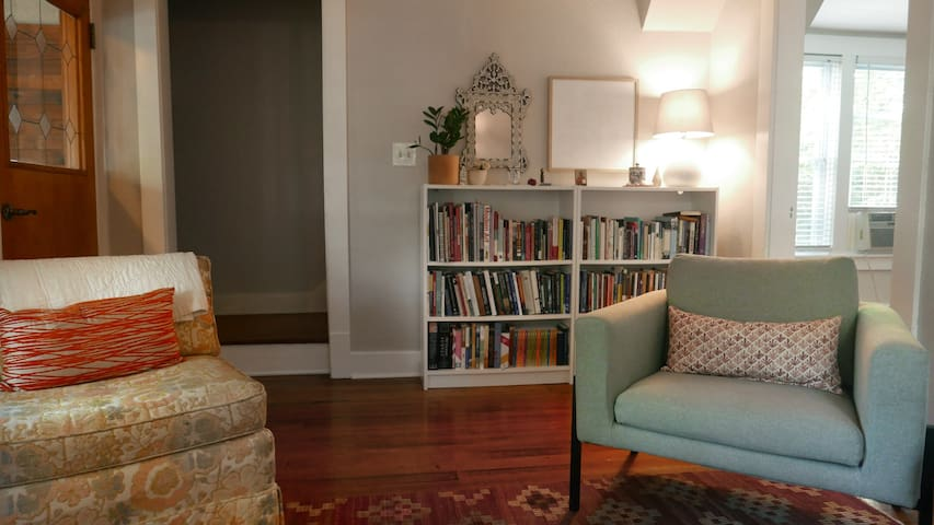 Historic Uptown home : bright, clean & full of art