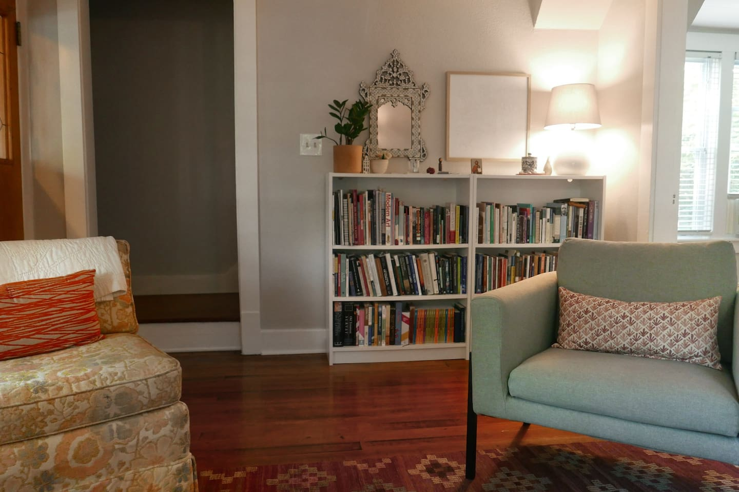 Living room: lots of books to read